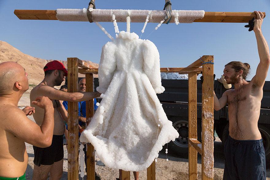 homem deixa vestido por 2 anos no mar morto 4