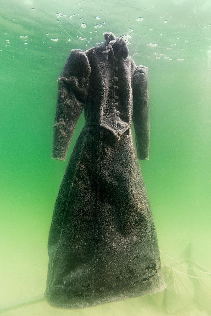 homem deixa vestido por 2 anos no mar morto e o resultado é mágico