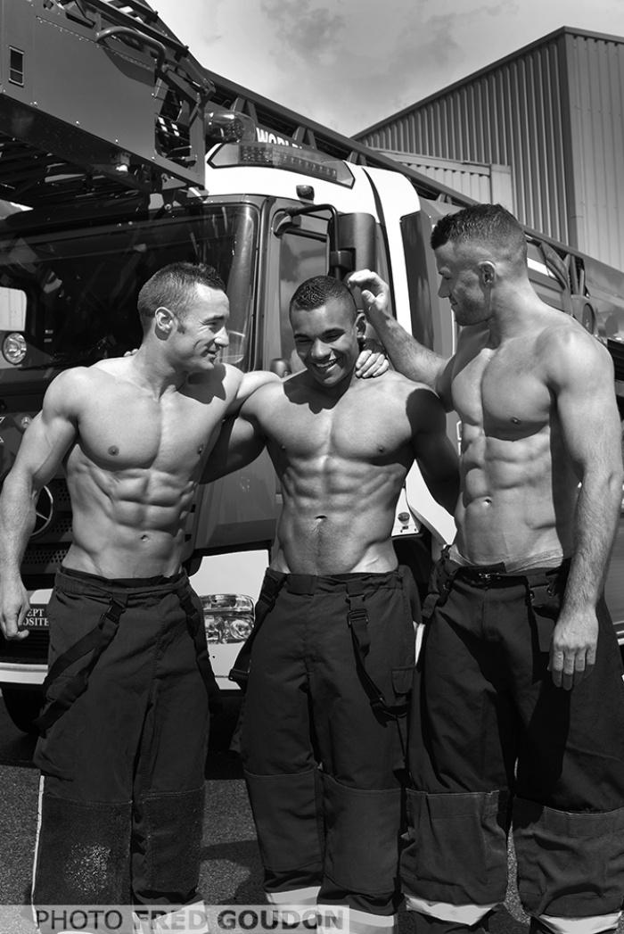 bombeiros-franceses-lancam-o-calendario-mais-sexy-do-ano-3