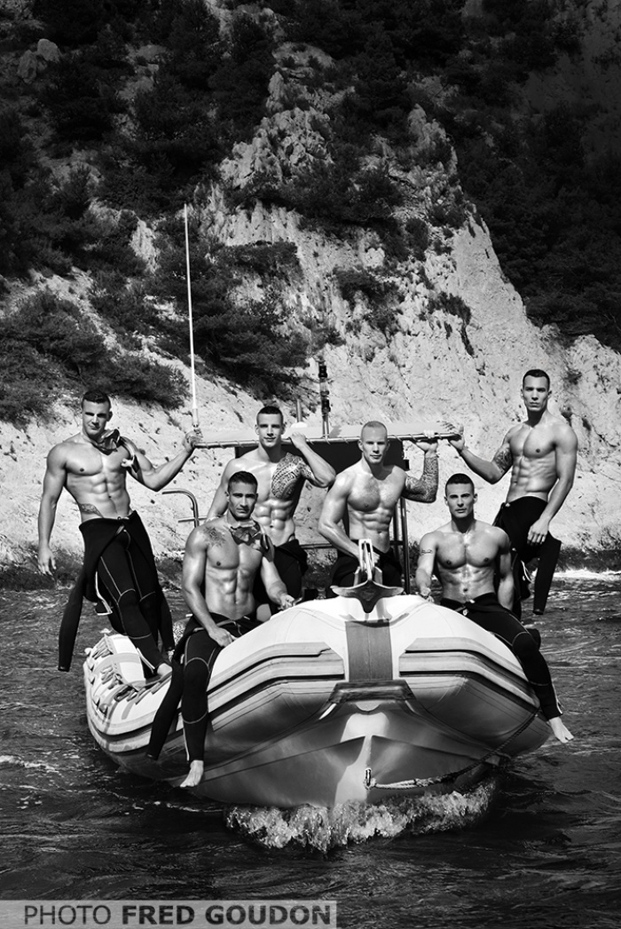 bombeiros-franceses-lancam-o-calendario-mais-sexy-do-ano-4
