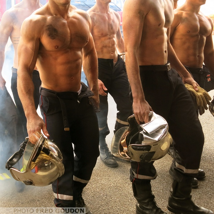 bombeiros-franceses-lancam-o-calendario-mais-sexy-do-ano-7