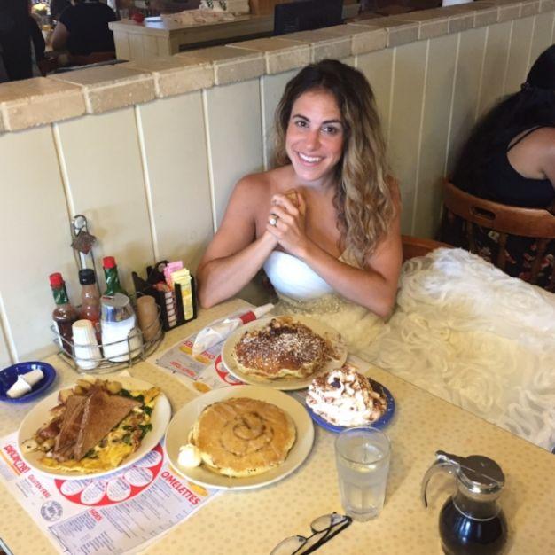 mulher-usa-seu-vestido-de-noiva-todo-ano-para-comemorar-o-casamento-2