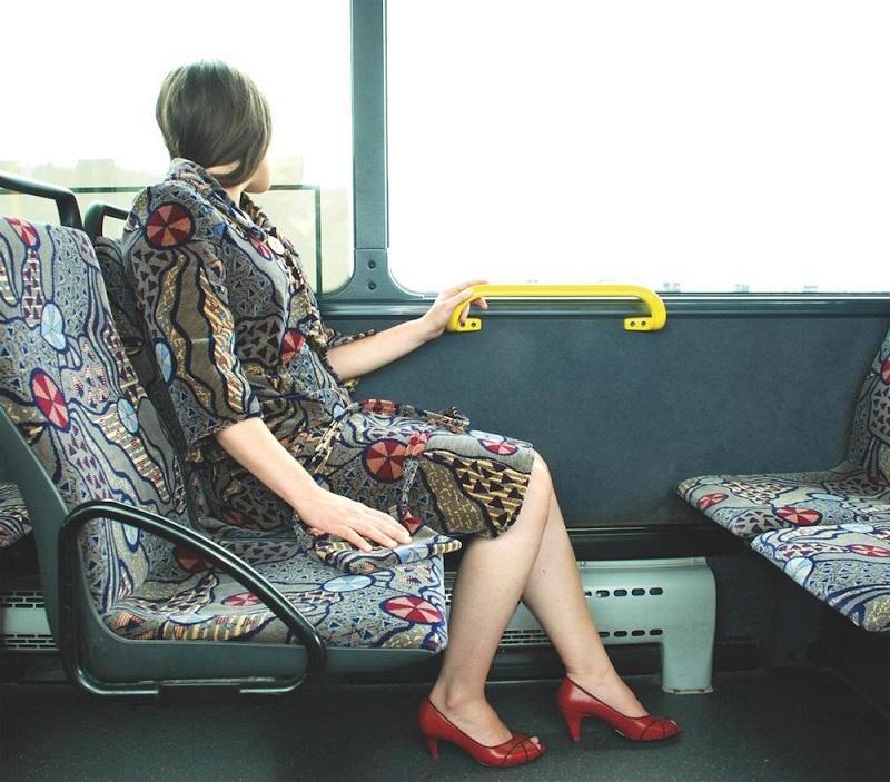 Os tecidos dos assentos viraram roupas nas mãos de Menja Stevenson 2