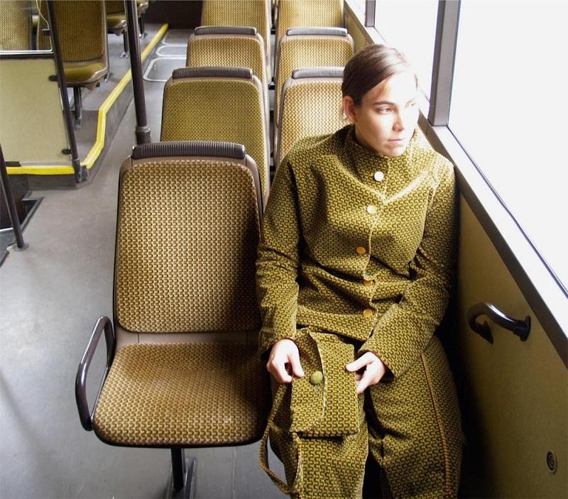 Os tecidos dos assentos viraram roupas nas mãos de Menja Stevenson 3