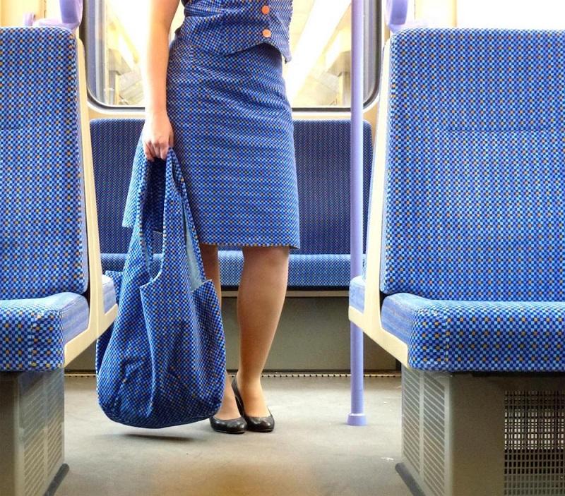 Os tecidos dos assentos viraram roupas nas mãos de Menja Stevenson