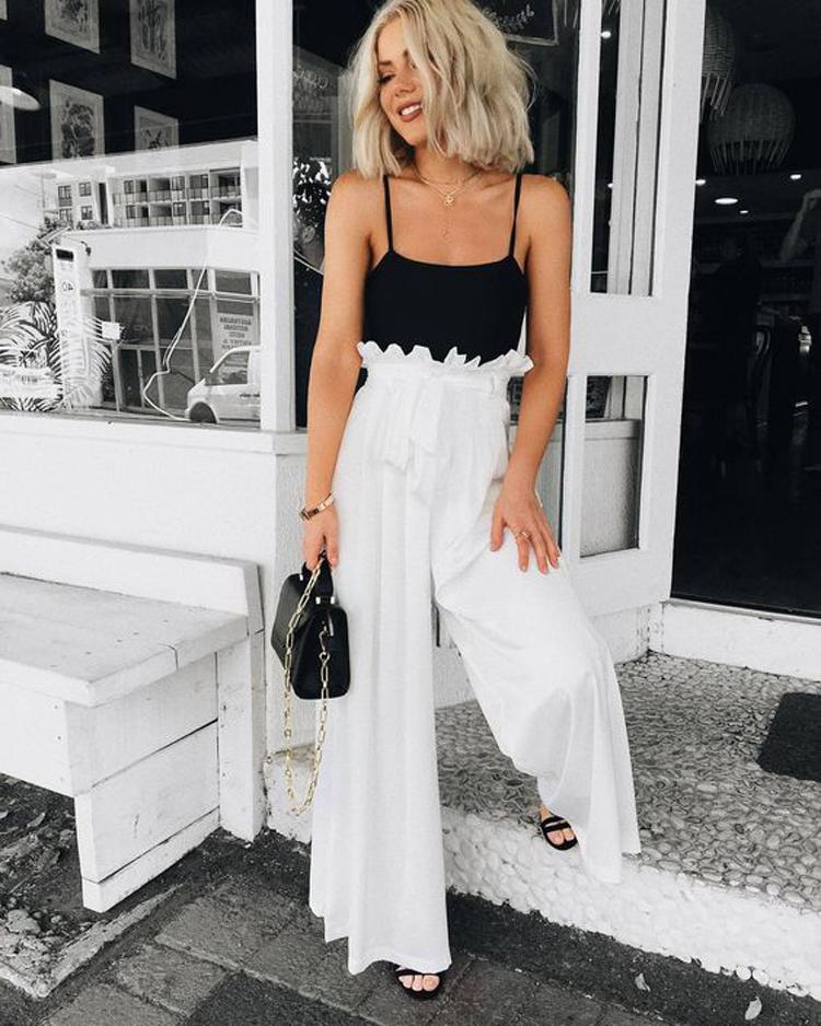 calça-palazzo-branca-cintura-alta-e-regata-preta