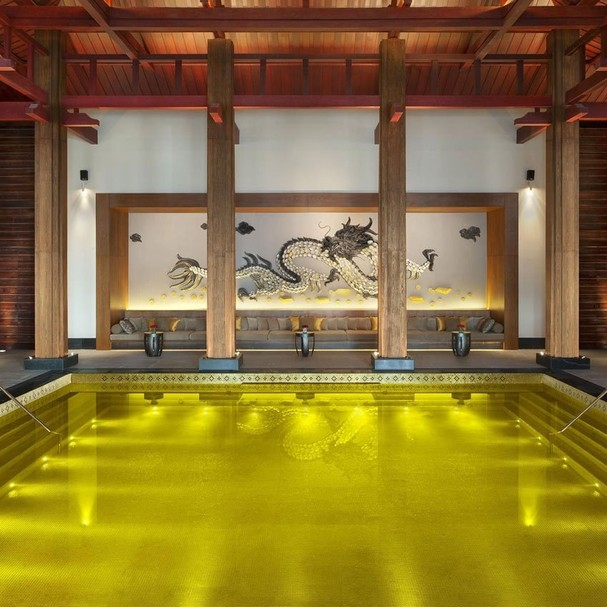 the-st-regis-lhasa-resorts-gold-energy-pool