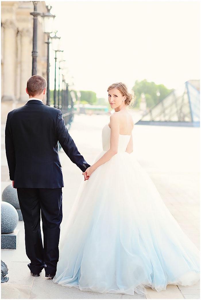 vestido de casamento com saia azul