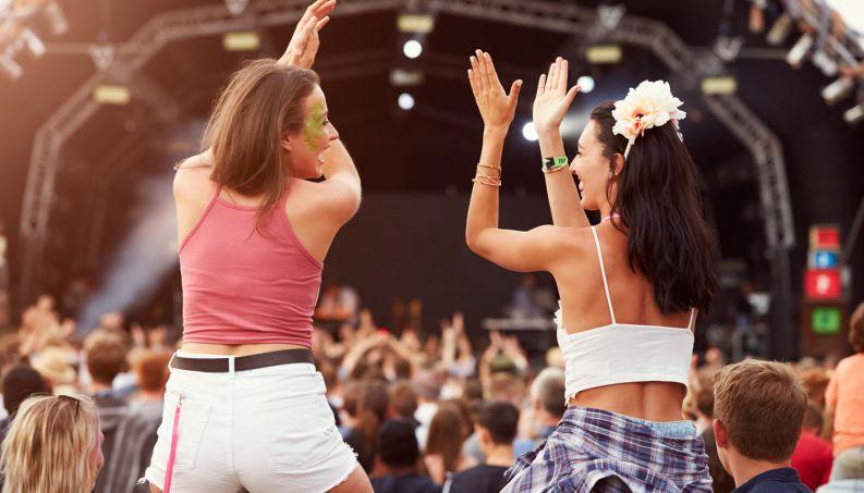 pessoas-que-vao-a-festivais-de-musica-sao-mais-felizes