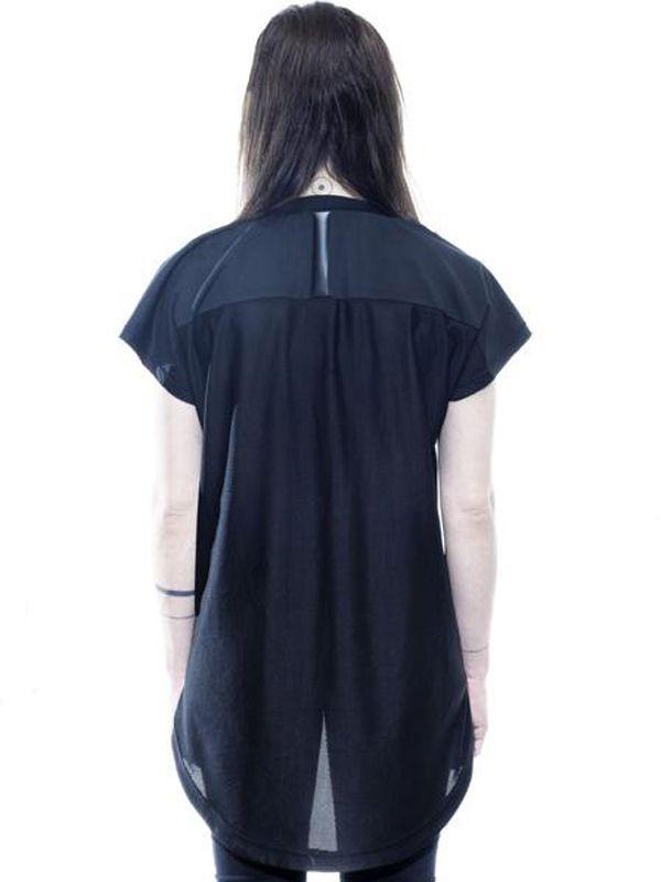 camiseta-preta-que-nao-aquece-no-sol-vampireblack