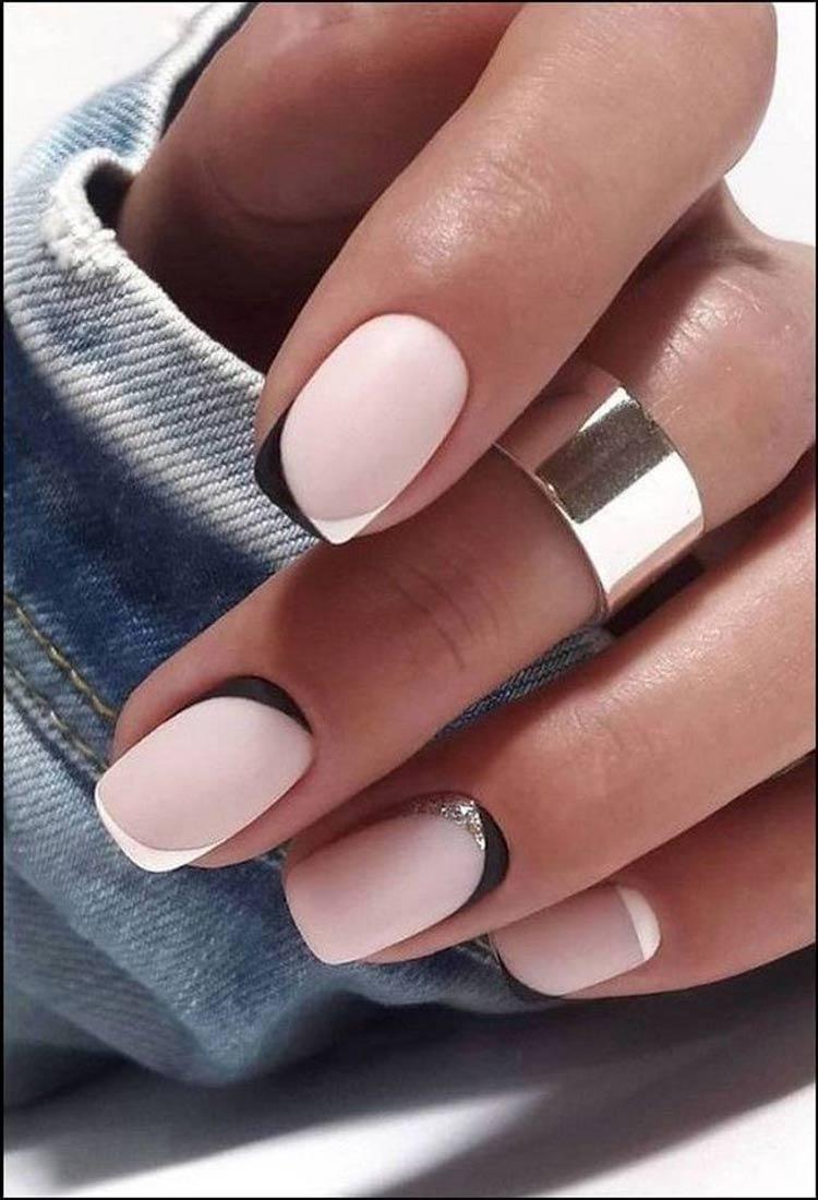 Manicure-simples-em-rosa-com-decoração-preta