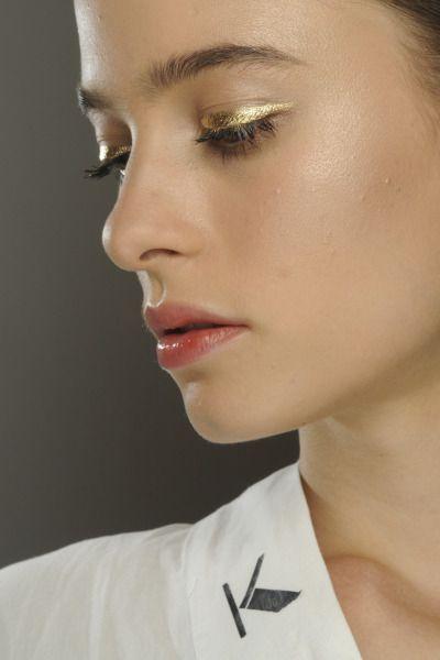 delineador-dourado-para-ano-novo-maquiagem