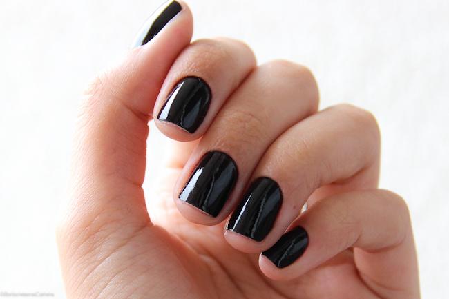 Resultado de imagem para esmalte preto tendencia