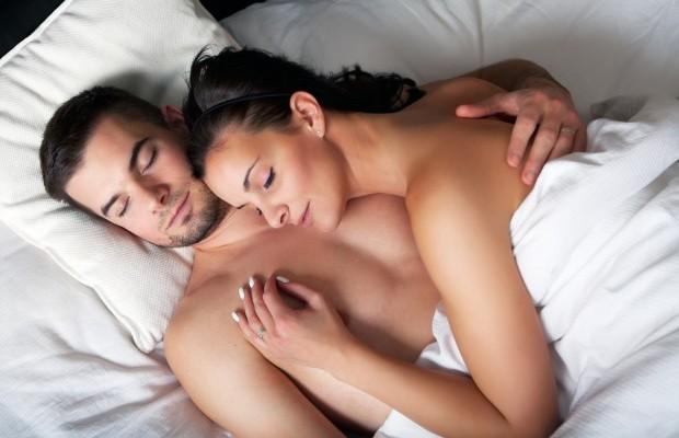 casais-dormindo-pelados