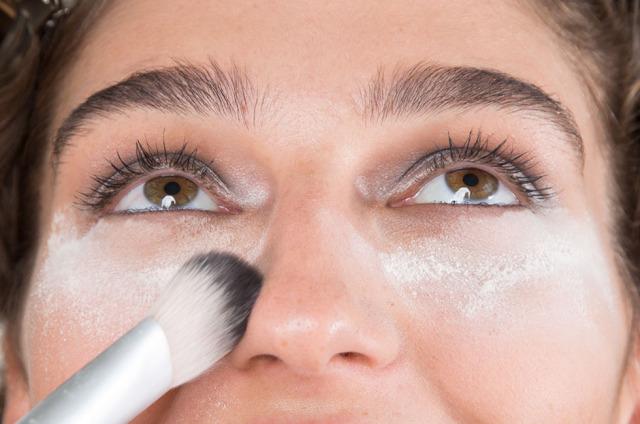 como remover glitter do rosto