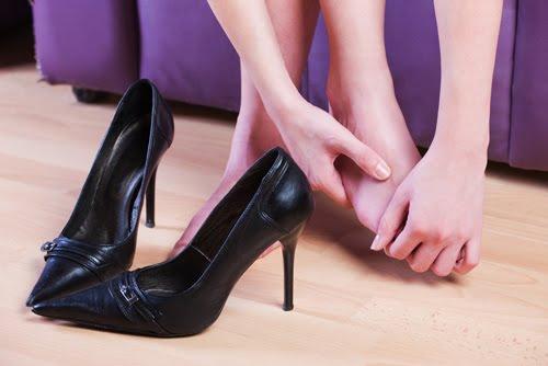 sapatos que machucam