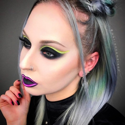 Maquiagem que imita luz neon 3