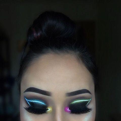 Maquiagem que imita luz neon 7