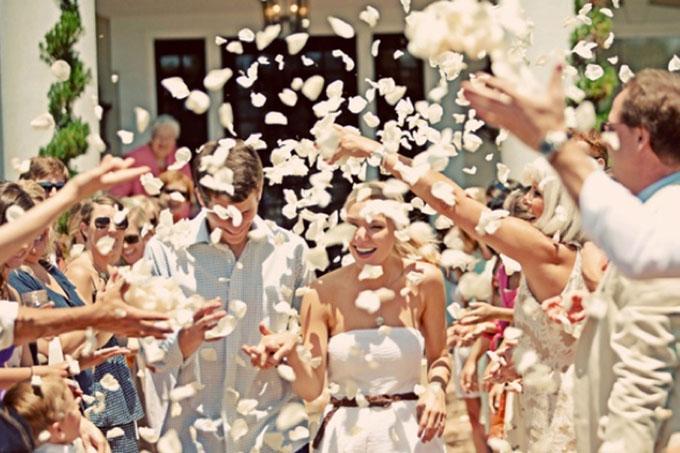 casamento-chuva-petalas