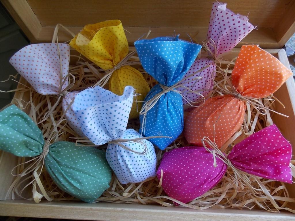 Decoração de Páscoa com tecido ovos
