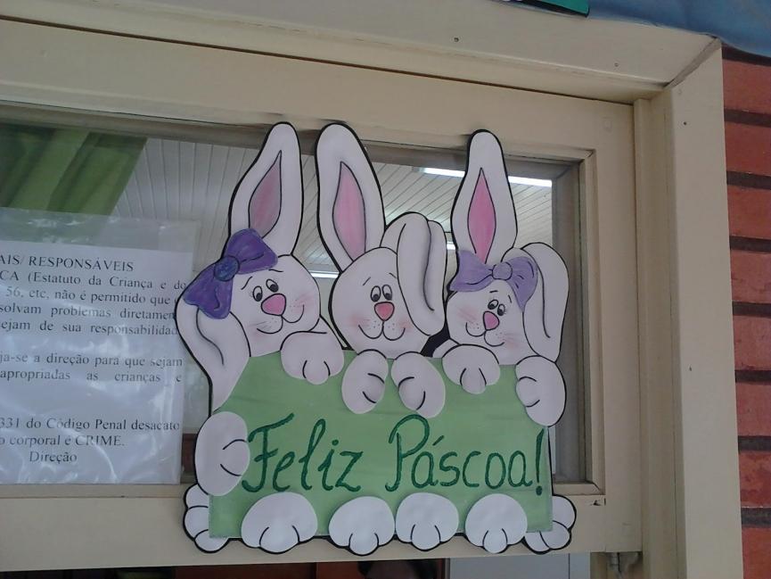 Decoração de Páscoa na escola