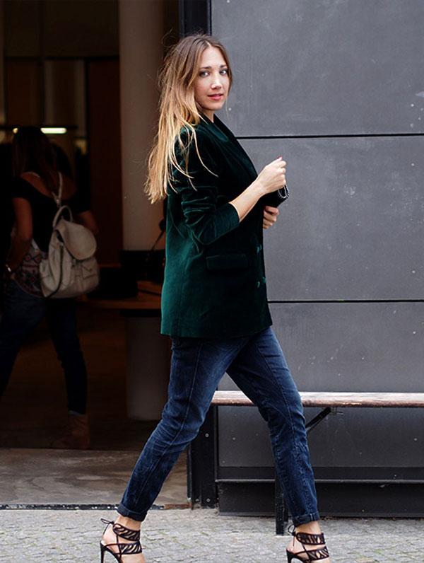 Looks com veludo molhado verde blazer