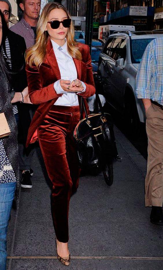 Looks com veludo molhado vermelho blazer e calça