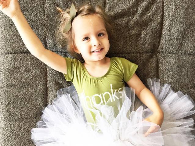 menina com paralisia cerebral é ícone de estilo 10