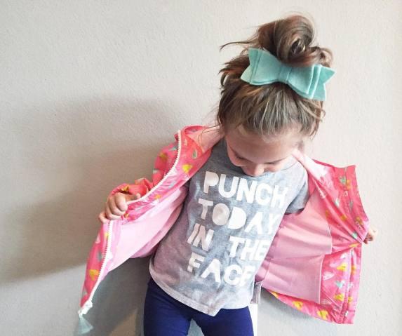menina com paralisia cerebral é ícone de estilo 11