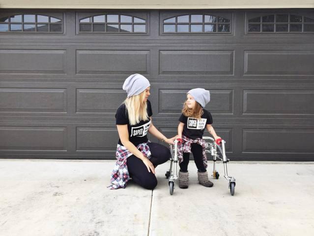 menina com paralisia cerebral é ícone de estilo 4