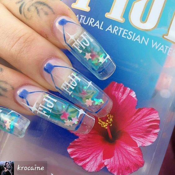 unhas de aquário tendência em nail art