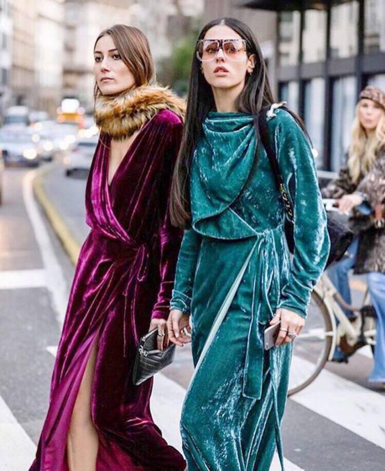 vestido-manga-longa-veludo-molhado-magenta-e-verde