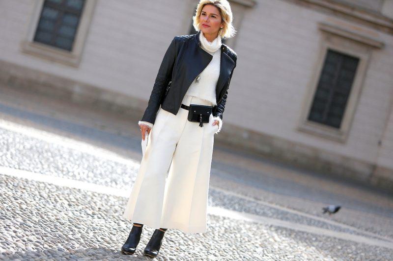 como usar pochete em look com calça branca