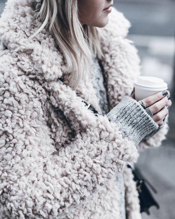 como usar tendência Hygge casaco grosso e quente