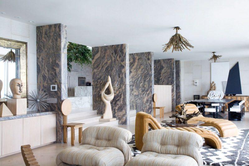 decoração de sala com mármore na parede