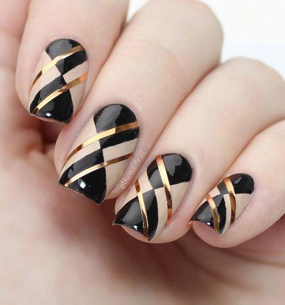 tendência nail art inverno unhas gráficas com preto e dourado