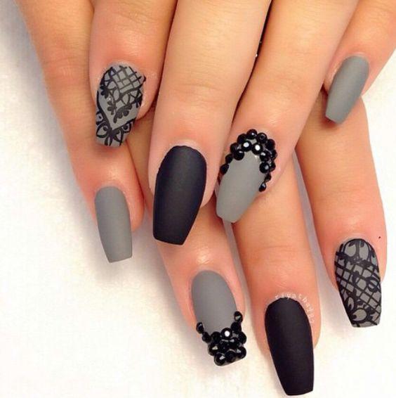 unhas, esmaltes e nail art de inverno cinza e preto