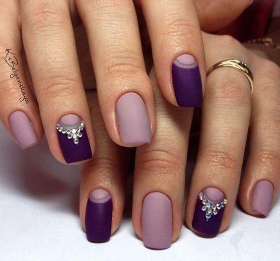 unhas, esmaltes e nail art de inverno roxo e lilás