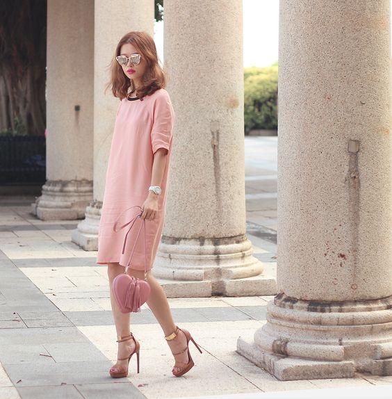 Millennial Pink rosa tendência geração Y vestido bolsa e sapato