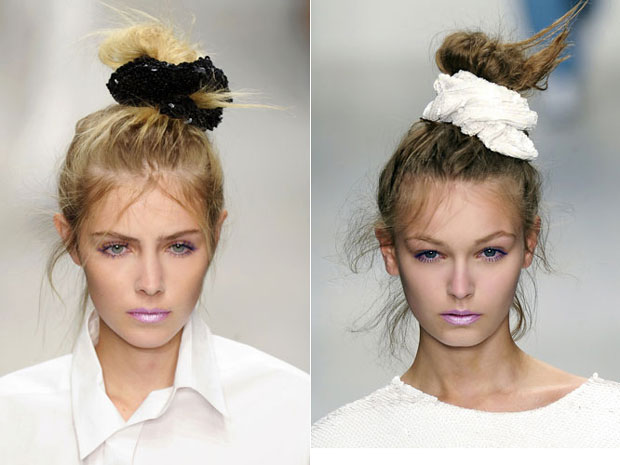 scrunchies nos cabelos desfile