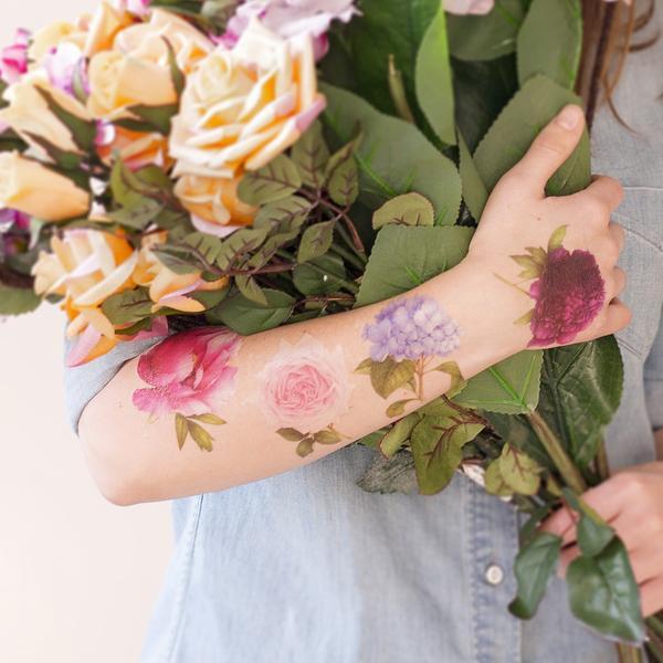 tatuagem de flores no raço