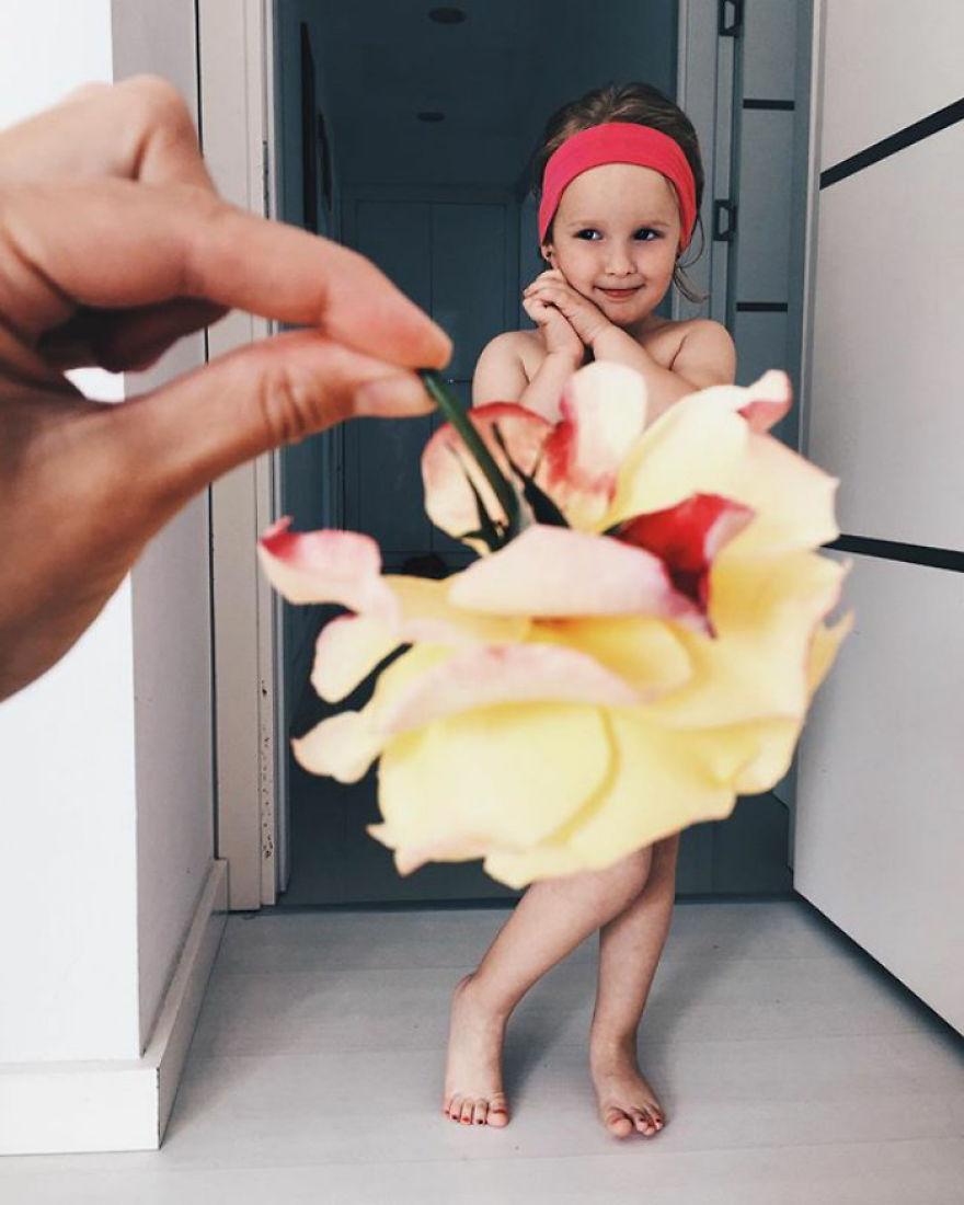 """Mãe """"veste"""" a filha com flores e alimentos 15"""