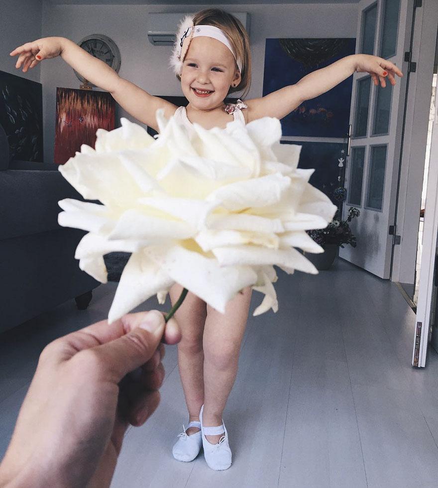 """Mãe """"veste"""" a filha com flores e alimentos 2"""