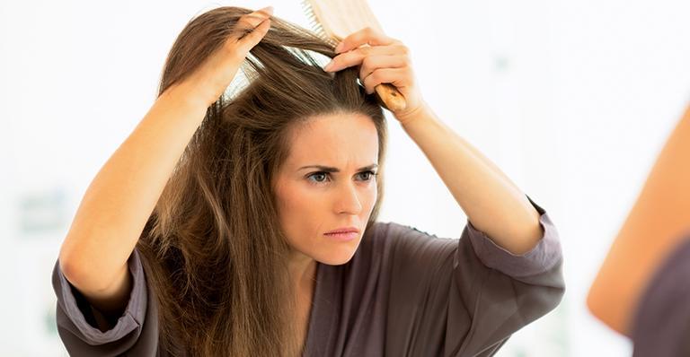 arrancar fio branco de cabelo