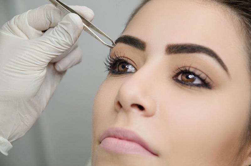 depilação de sobrancelha