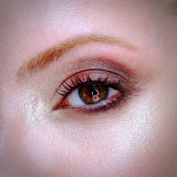 sombra vermelha maquiagem
