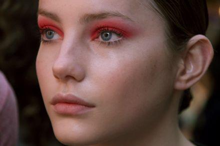 sombra vermelha nos olhos