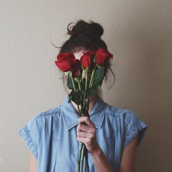 Resultado de imagem para meninas tumblr flor