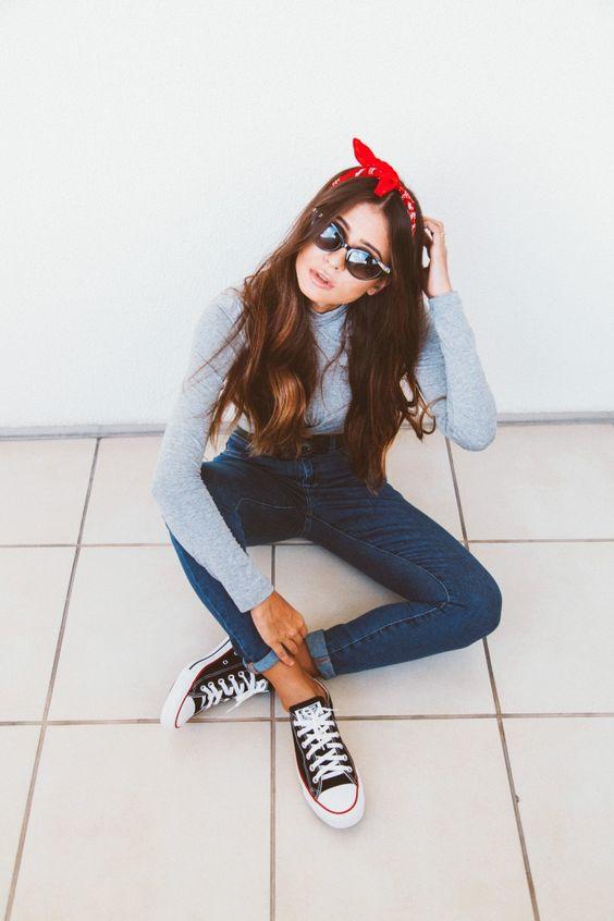 Fotos Tumblr fáceis de imitar sentada no chão com bandana na cabeça