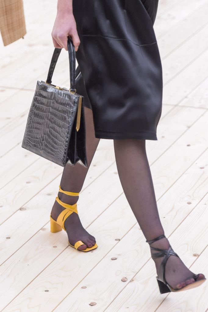 calçados descombinados tendência
